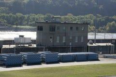 锁和水坝在俄亥俄河 免版税库存图片