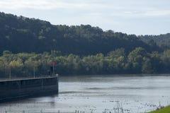 锁和水坝在俄亥俄河 免版税库存照片