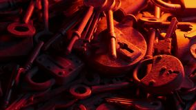 锁和钥匙在烛光焕发 影视素材
