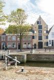 锁和仓库在Harlingen,弗里斯, Netherl老镇  免版税库存图片