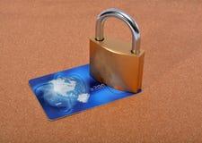 锁和付款卡片在背景 库存照片