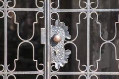 锁在金属露台门栅格 图库摄影