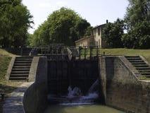 锁复合体在米迪运河法国 库存图片