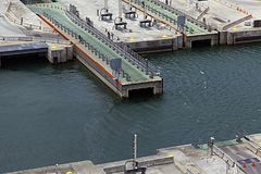 锁扩展由运河的 库存照片