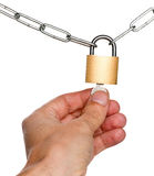 锁挂锁的人在两个链子之间 图库摄影
