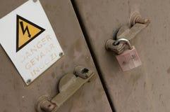 锁着的变压器箱子 免版税库存照片