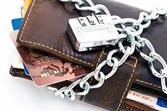 锁着的钱包和信用卡 免版税库存照片