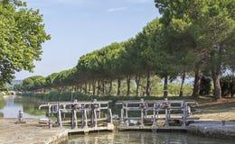 锁,米迪运河。法国。 免版税库存图片