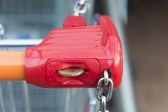 锁系统的购物车 库存照片