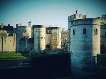 锁建筑学废墟塔墙壁哥特式历史的历史年迈的旅行 库存照片