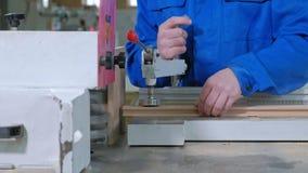 锋利的木空白的过程,土气内门的生产 股票视频