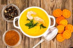 锋利的辣菜奶油色汤用大虾 免版税库存图片