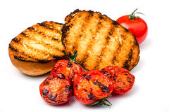 锋利的面包用西红柿 库存照片