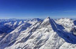 锐化在少女峰地区直升机视图在冬天 库存照片
