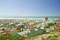 错误海湾和印度洋高的看法,在梅曾贝赫和圣詹姆斯附近,在开普敦外面,南非 库存图片