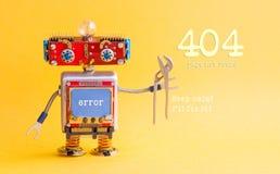 错误404页没被找到的概念 IT专家steampunk机械机器人,兴高采烈的红色头,蓝色显示器身体,钳子 免版税库存照片