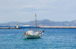 锚点蓝色小船捕鱼海运白色 库存照片