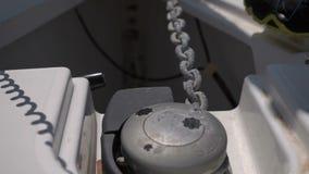 锚链的运动在下降船锚的,特写镜头 股票录像