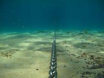 锚链水下的v1 免版税库存照片