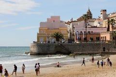 锡切斯市,卡塔龙尼亚,西班牙海滩  免版税库存图片