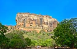 锡吉里耶岩石堡垒,第5 Century's破坏了是作为一个世界遗产名录站点被列出的联合国科教文组织在斯里兰卡的城堡 免版税库存图片