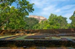 锡吉里耶岩石堡垒5个世纪被破坏的城堡 免版税库存图片