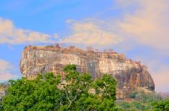 锡吉里耶岩石堡垒5个世纪被破坏的城堡 免版税库存照片