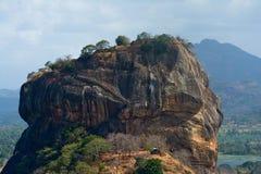 锡吉里耶岩石从Pidurangala岩石的堡垒视图 免版税库存照片