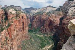 锡安国家公园峭壁  免版税图库摄影