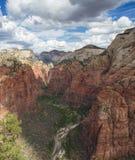 锡安峡谷的全景 免版税库存照片