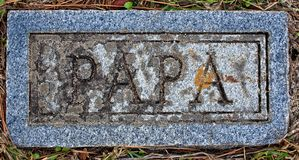 锡安路德教会的公墓爸爸标志 免版税库存图片