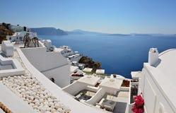 锡拉镇-圣托里尼海岛,基克拉泽斯全景在希腊 免版税库存图片