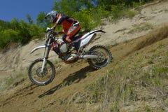 锡比乌,罗马尼亚- 6月13 :Tomer竞争在红色公牛ROMANIACS坚硬Enduro集会的Shemersh与KTM EXC摩托车 最坚硬 库存照片