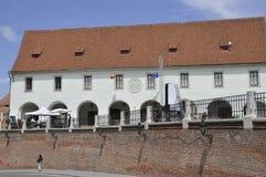 锡比乌, 6月16日:从锡比乌小正方形的历史建筑在罗马尼亚 库存照片