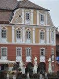 锡比乌, 6月16日:从锡比乌罗马尼亚街市的历史议院  免版税图库摄影