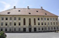锡比乌, 6月16日:从锡比乌街市的Brukenthal国立大学在罗马尼亚 免版税库存照片