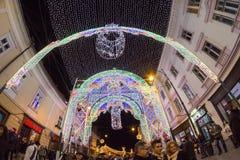 锡比乌12月24日2014年,罗马尼亚 公平圣诞灯、的圣诞节,心情和人走 图库摄影