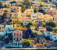 锡米岛小家家,在晴朗的夏日 免版税库存图片