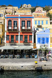 锡米岛镇,希腊海岛美丽如画的港口  免版税库存图片