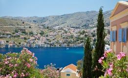 锡米岛,希腊- 2015年5月15日:锡米岛港口的看法  免版税库存照片