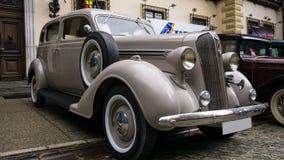 锡纳亚,罗马尼亚- 2018年6月30日:在经典汽车博览会的老克莱斯勒普利茅斯 库存照片