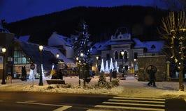 锡纳亚,罗马尼亚12月27城市光在冬天夜  免版税库存照片