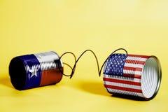 锡罐打电话与美国和得克萨斯U S 状态旗子 黑色通信概念收货人电话 免版税库存照片