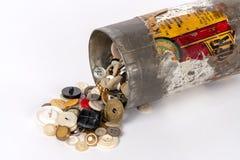 锡罐,隔绝在白色 免版税库存图片