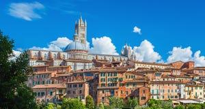 锡耶纳、圆顶&锡耶纳大教堂,圣多梅尼科,托斯卡纳,意大利大教堂钟楼风景  免版税库存照片
