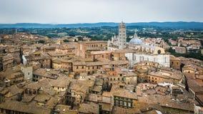 锡耶纳和锡耶纳大教堂城市的全景 库存照片