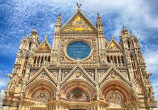 锡耶纳大教堂中央寺院二圣玛丽亚Assunta,锡耶纳门面, 免版税库存图片
