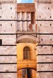 锡耶纳大教堂圣玛丽亚Assunta/中央寺院二锡耶纳的细节在锡耶纳 免版税库存照片