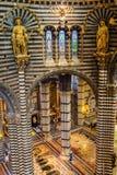锡耶纳大教堂的内部看法 免版税库存照片