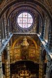 锡耶纳大教堂的内部看法 图库摄影